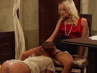 Assertive blondie gets her tight pussy licked out by lesbo