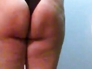 Big booty slave slaps her big fat ass cheeks hard