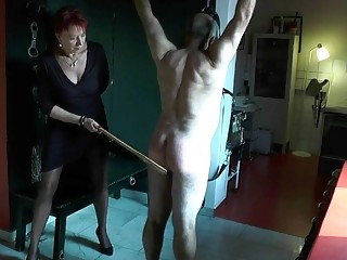 Potent lady whips hes male subject's bit fat butt hard